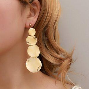 Golden circles drop earrings